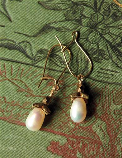 Robin Goodfellow Egg Drop Ear Dangles