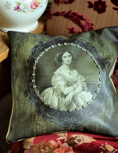 Black Widow Cushion (Synthetic Down)