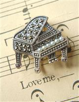 Enchanted Piano Brooch/pendant