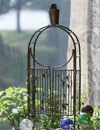 Wire Arbor With Leaves