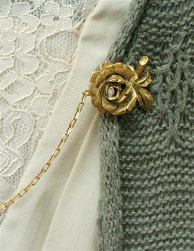 Gilded Roses Sweater Clip